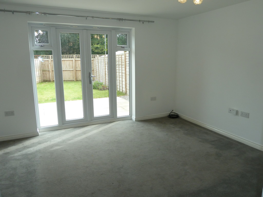 3 Bedroom Town House To Rent - Image 4