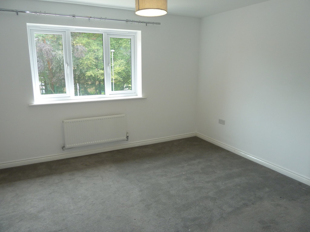 3 Bedroom Town House To Rent - Image 9