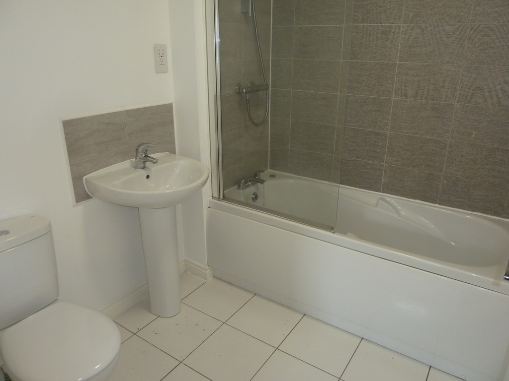 3 Bedroom Town House To Rent - Image 11