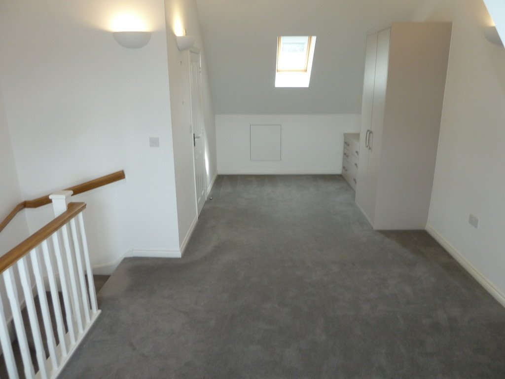 3 Bedroom Town House To Rent - Image 6