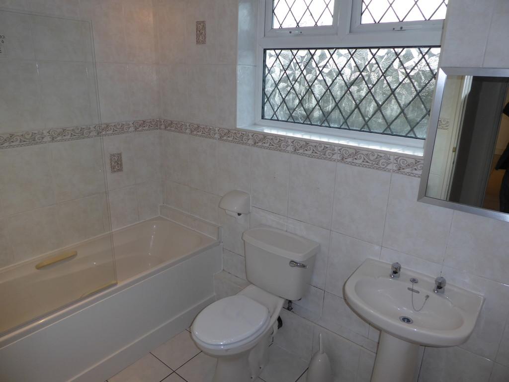 1 Bedroom Ground Floor Flat Flat To Rent - Image 5