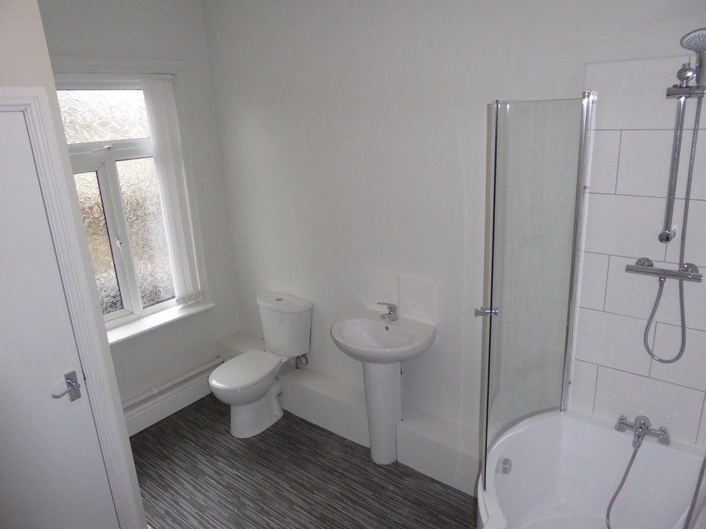 1 Bedroom Apartment Flat To Rent - Image 8
