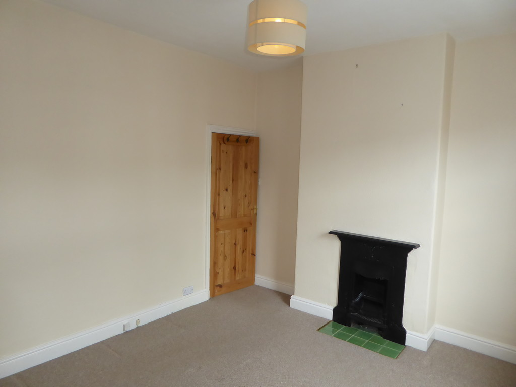 2 Bedroom Semi-detached House To Rent - Image 5