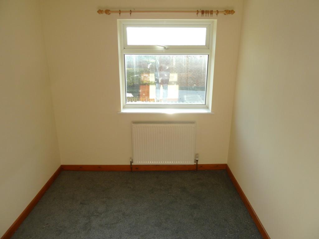 2 Bedroom Flat To Rent - Image 4