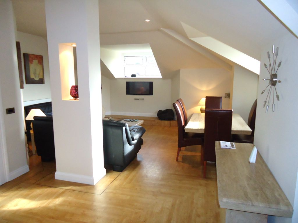 2 Bedroom Penthouse Flat To Rent - Image 2
