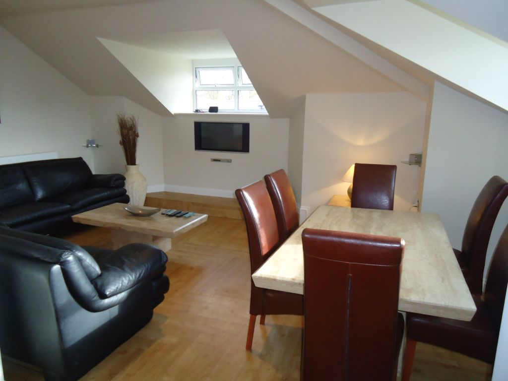 2 Bedroom Penthouse Flat To Rent - Image 3