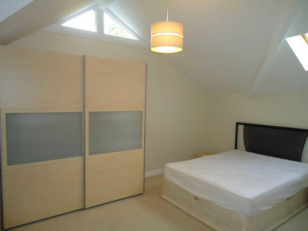 2 Bedroom Penthouse Flat To Rent - Image 6