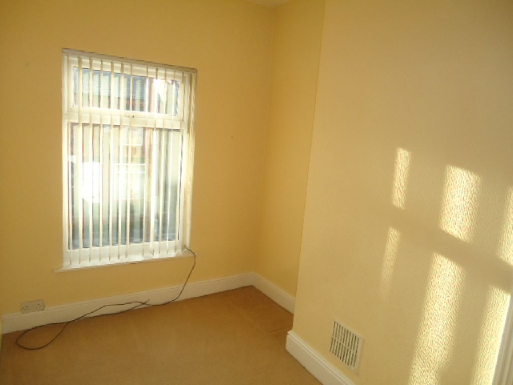 3 Bedroom Mid Terraced House To Rent - Image 8