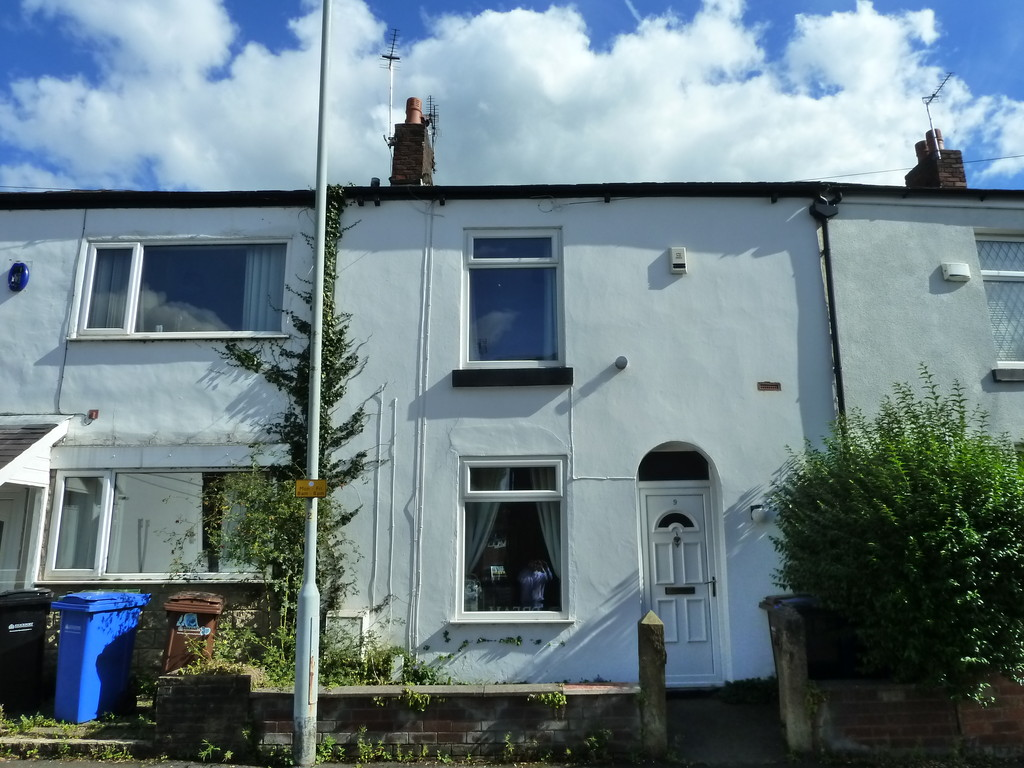 3 Bedroom Mid Terraced House To Rent - Image 1