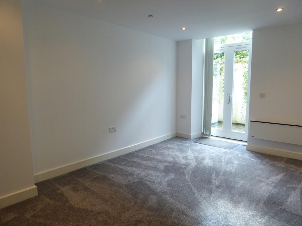 2 Bedroom Ground Floor Flat Flat To Rent - Image 6