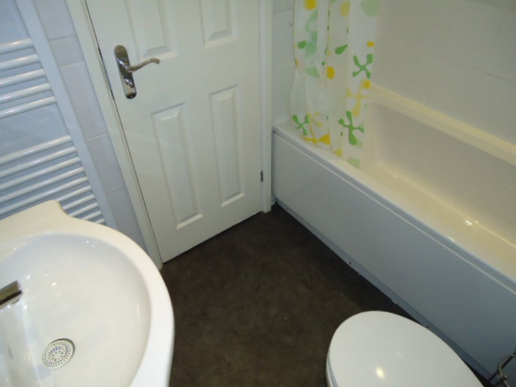 2 Bedroom Flat To Rent - Image 8