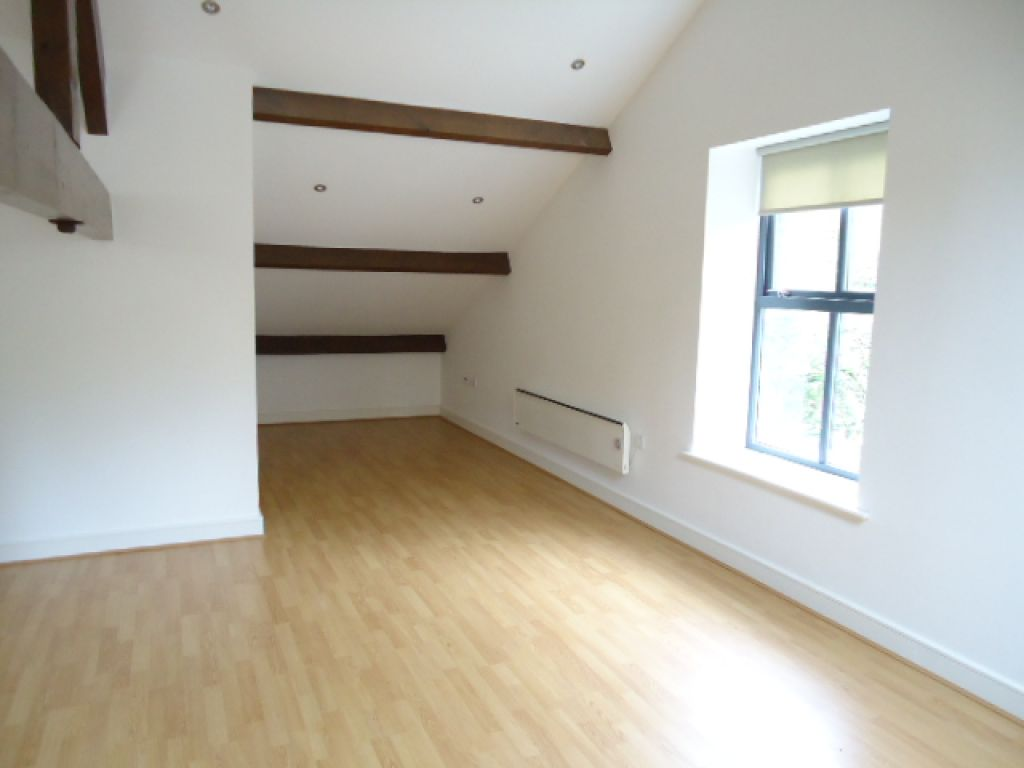 2 Bedroom Apartment Flat To Rent - Image 4
