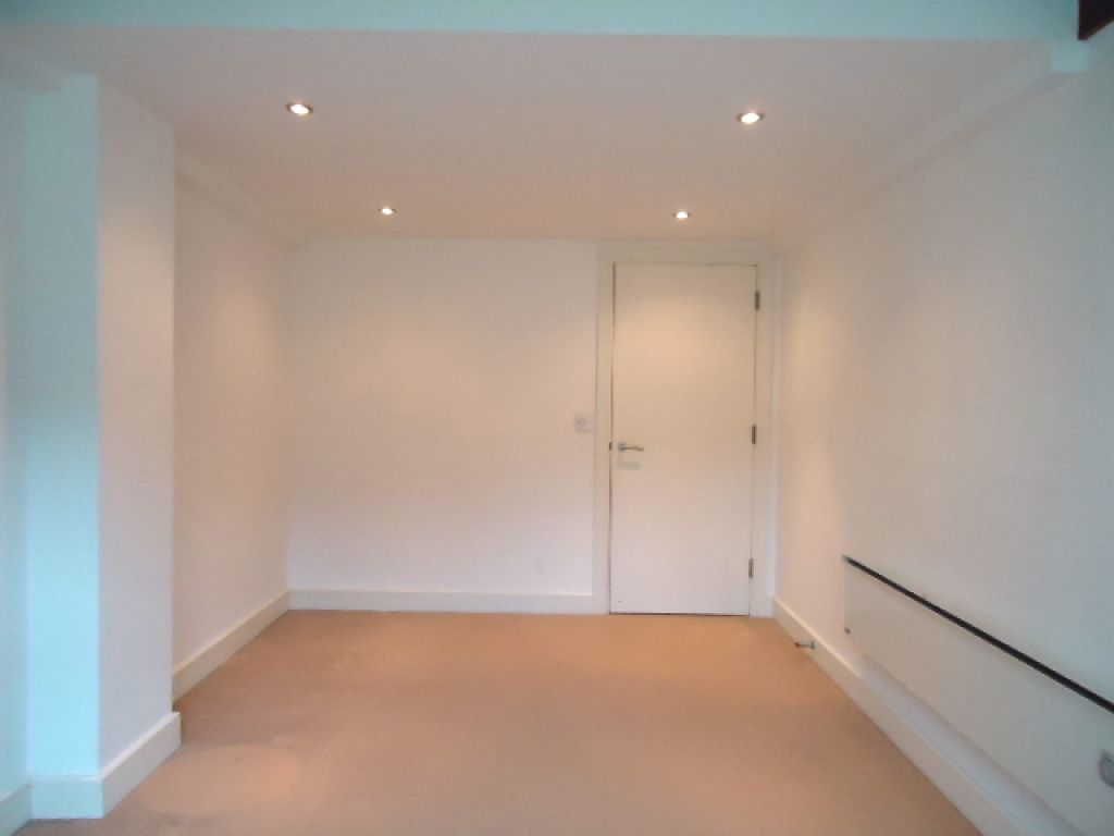 3 Bedroom Apartment Flat To Rent - Image 8