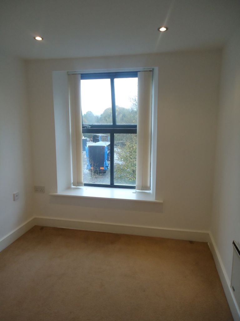 3 Bedroom Apartment Flat To Rent - Image 9