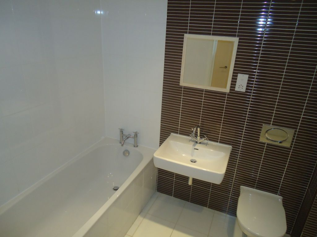 3 Bedroom Apartment Flat To Rent - Image 10