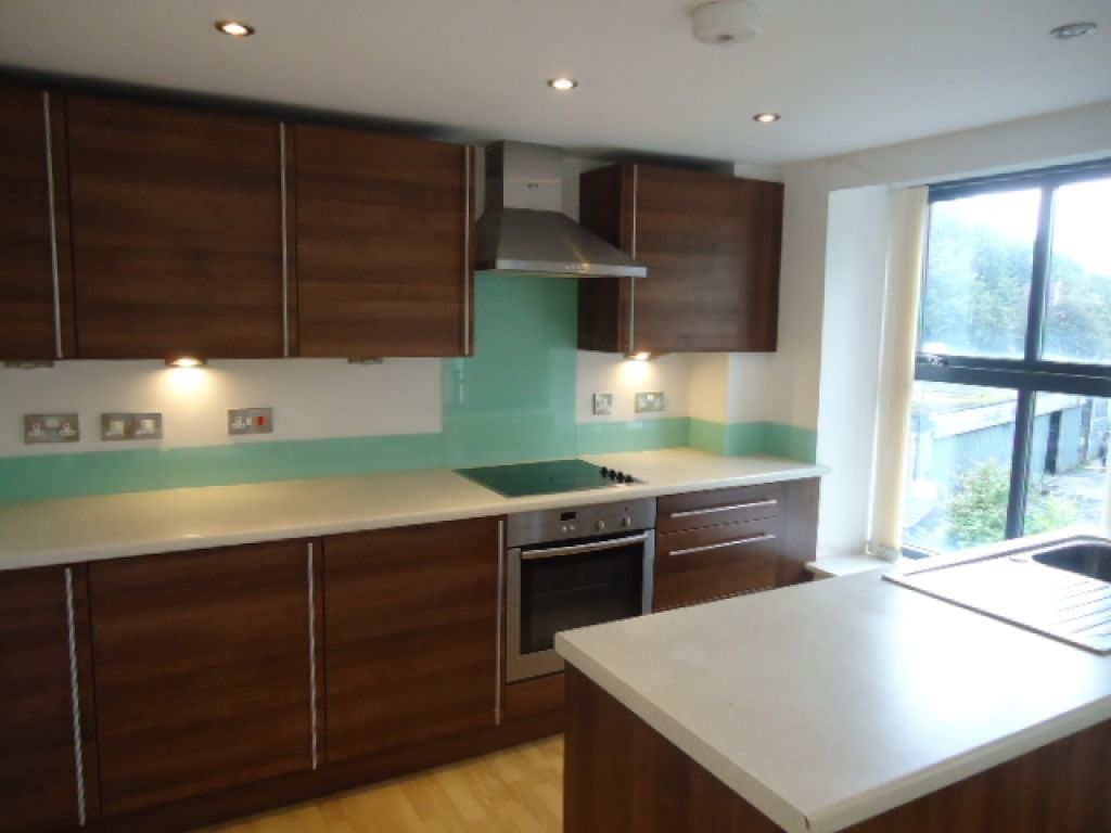 3 Bedroom Apartment Flat To Rent - Image 2