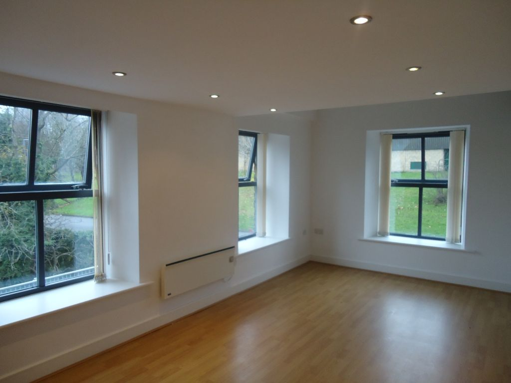 3 Bedroom Apartment Flat To Rent - Image 3