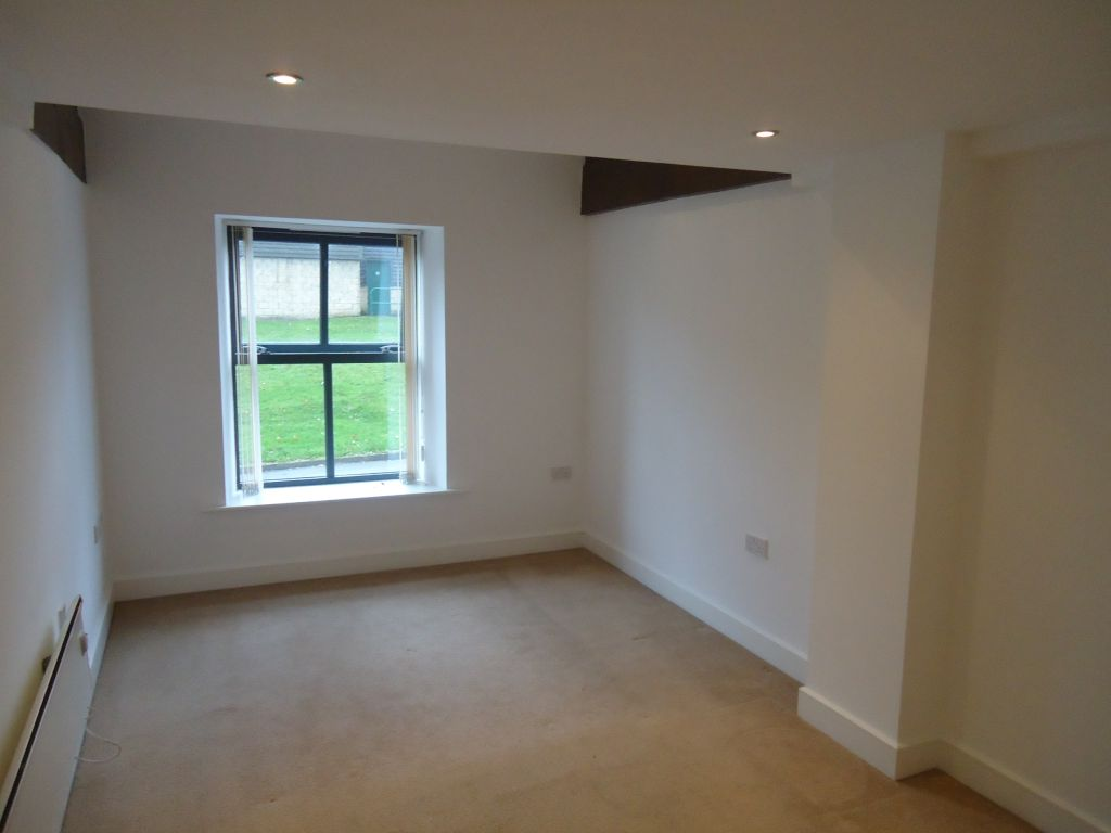 3 Bedroom Apartment Flat To Rent - Image 6