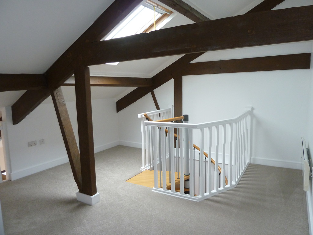 2 Bedroom Apartment Flat To Rent - Image 6