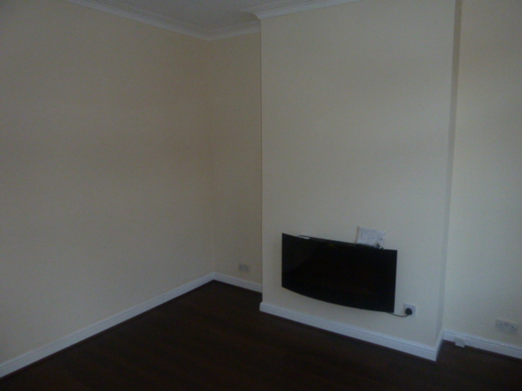 2 Bedroom Mid Terraced House To Rent - Image 2