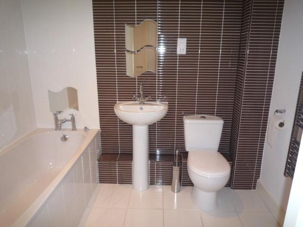 2 Bedroom Apartment Flat To Rent - Image 7