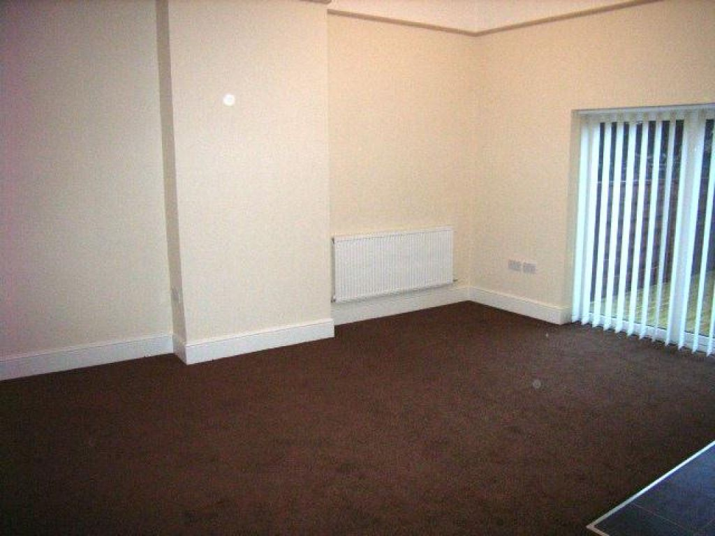 2 Bedroom Ground Floor Flat Flat To Rent - Image 2