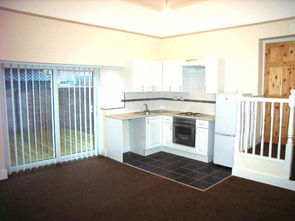 2 Bedroom Ground Floor Flat Flat To Rent - Image 3