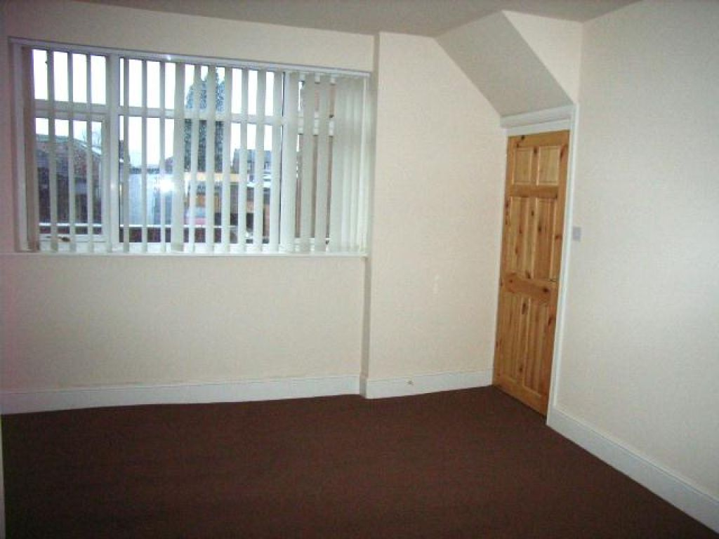 2 Bedroom Ground Floor Flat Flat To Rent - Image 5