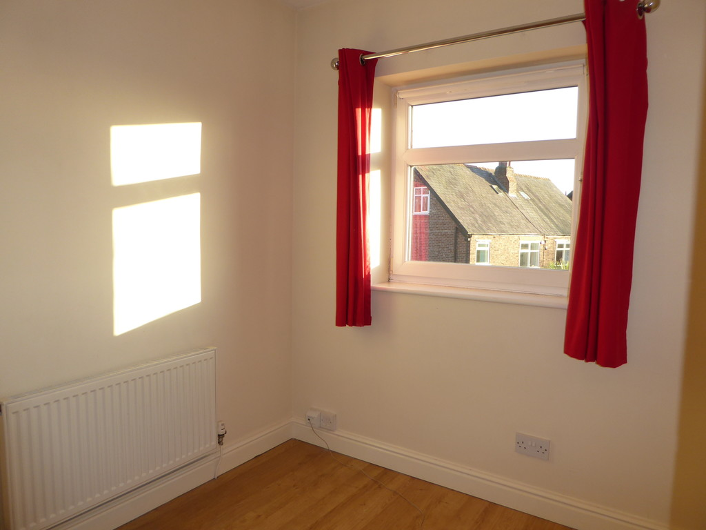 4 Bedroom Semi-detached House To Rent - Image 14