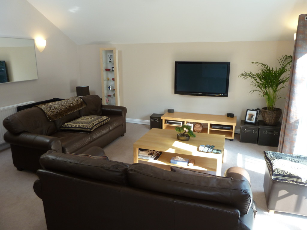2 Bedroom Apartment Flat To Rent - Image 3