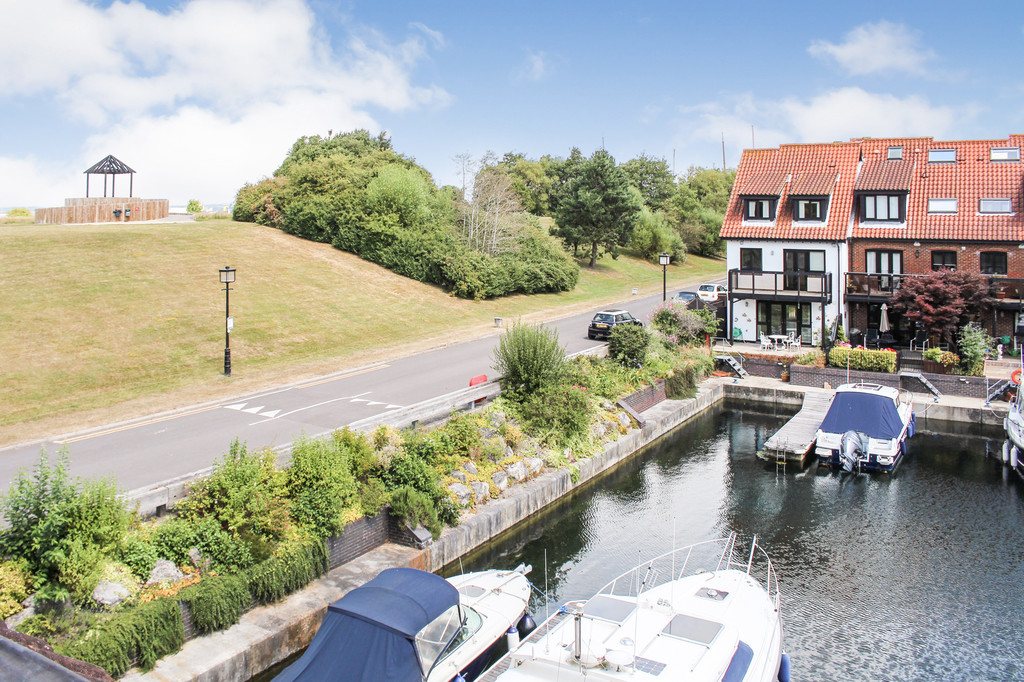 Endeavour Way, Hythe Marina Village 10