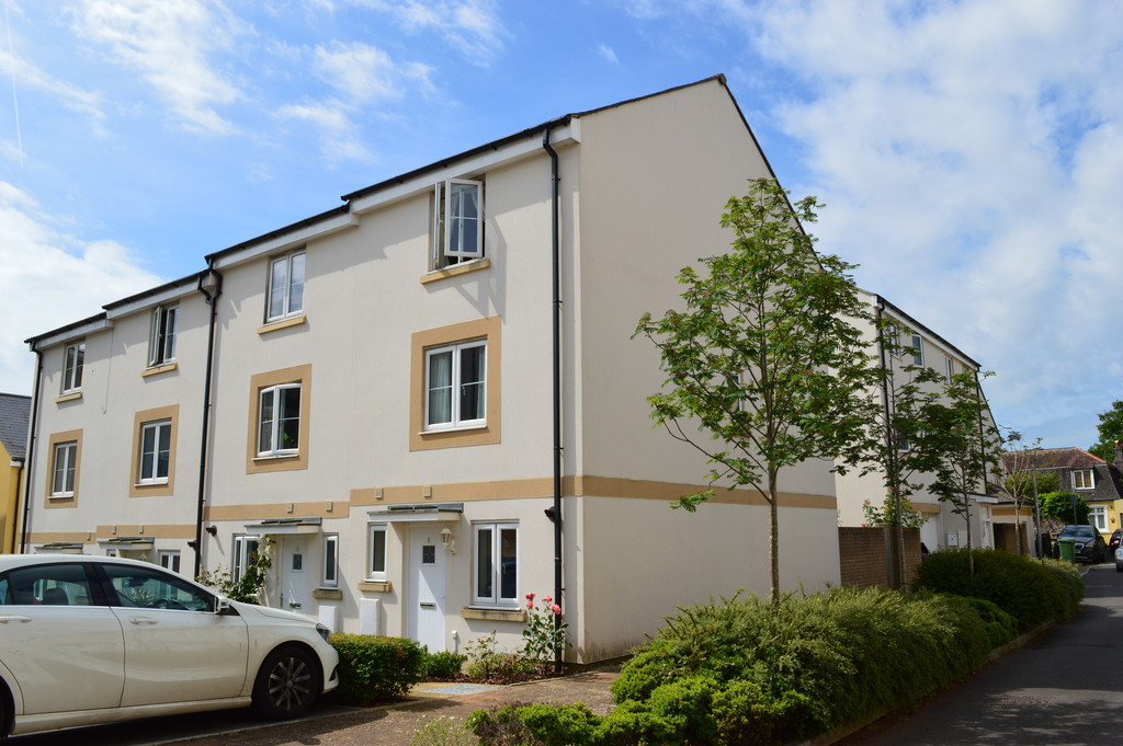 4 Bedroom End of Terrace House for Sale