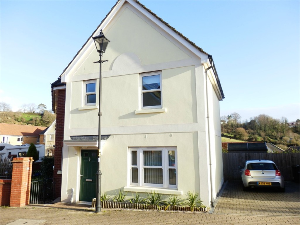 3 Bedroom Semi-Detached House for Let