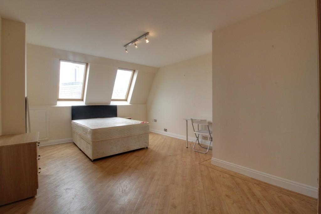 Image 8/13 of property Q Apartments, 21 Newhall Hill, Birmingham, B1 3JA