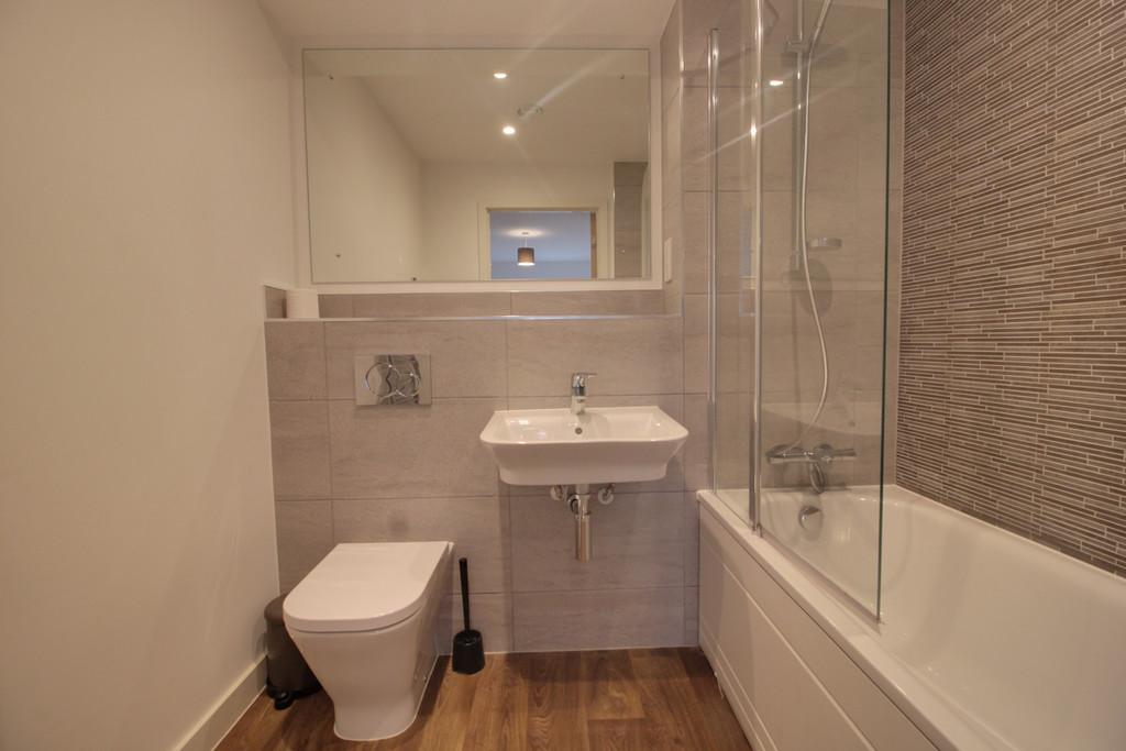 Roosevelt Apartments, 1 Lexington Gardens, Birmingham City Centre, B15 2DU Image - 1