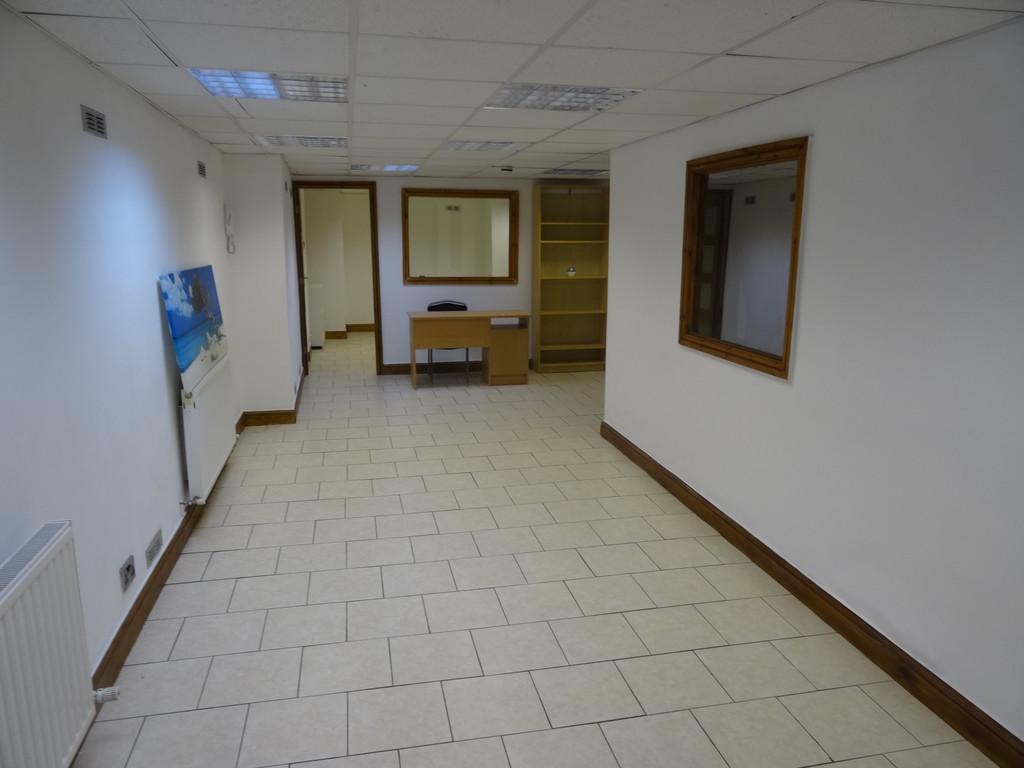 Roundhay Road, Ground Floor, LS8 4HS