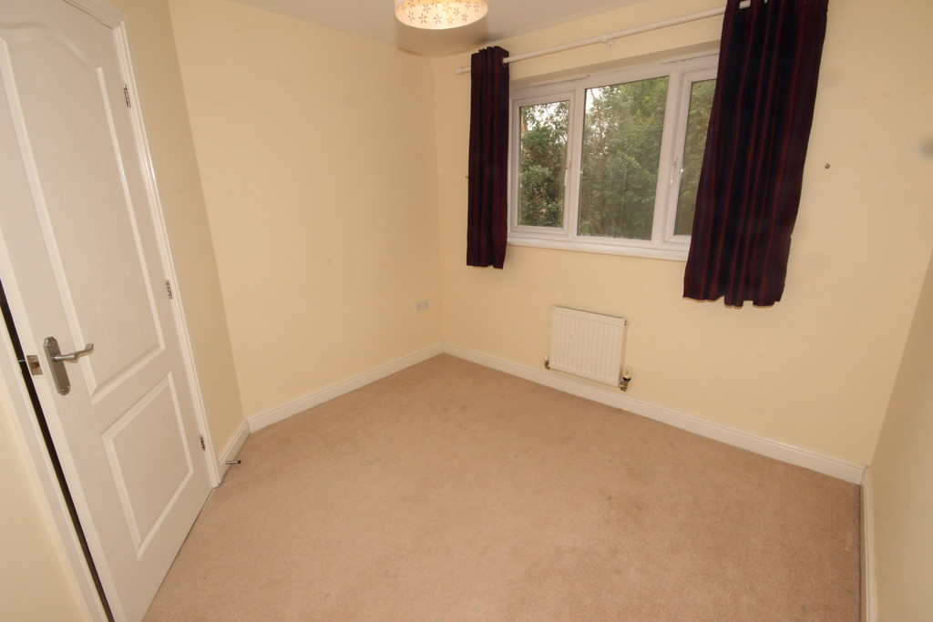 4 Bedroom Detached House To Let Godolphin Close Image $key