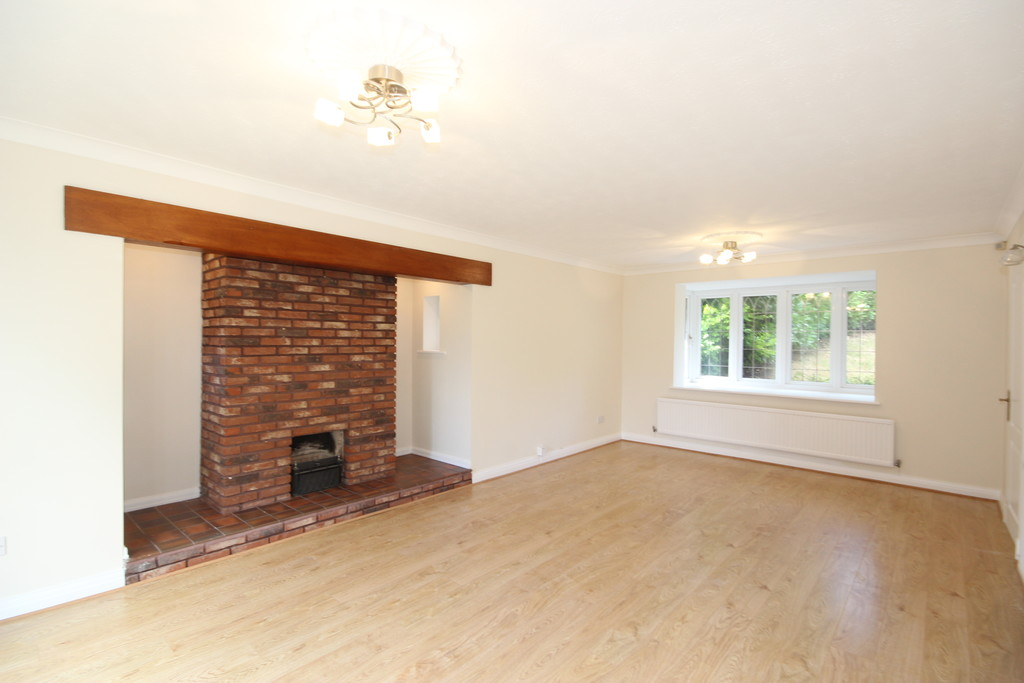 4 Bedroom Detached House To Let Falconwood Chase Image $key