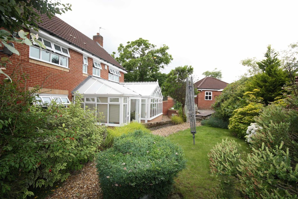 4 Bedroom Detached House To Let Thorns Villa Gardens Image $key