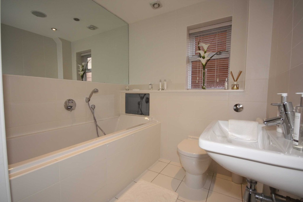 4 Bedroom Detached House To Let Watersway Image $key