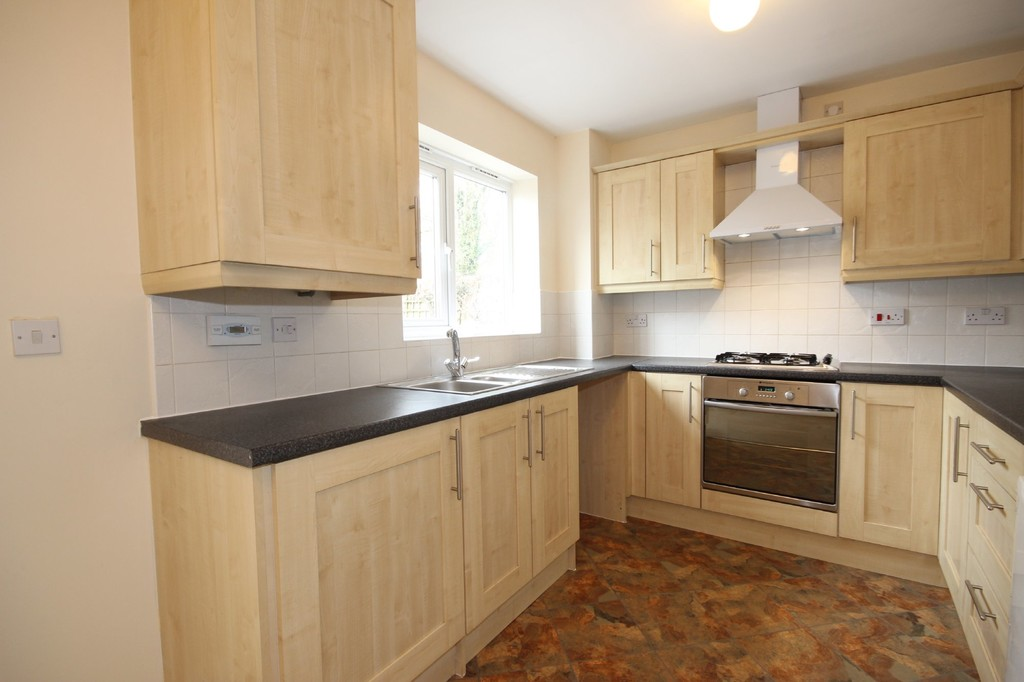 3 Bedroom Town House To Let Oakwood Drive Image $key