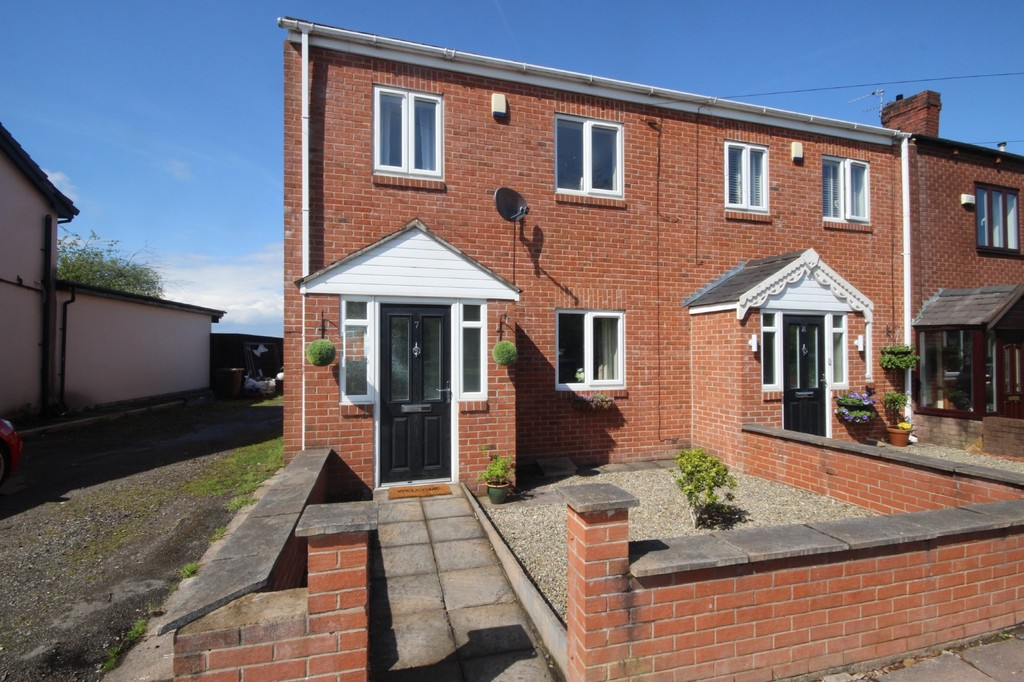 3 Bedroom Mid Terraced House Let Agreed Commonside Road Image $key