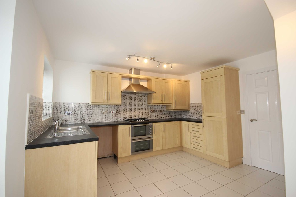 3 Bedroom Semi-detached House To Let Knights Grove Image $key