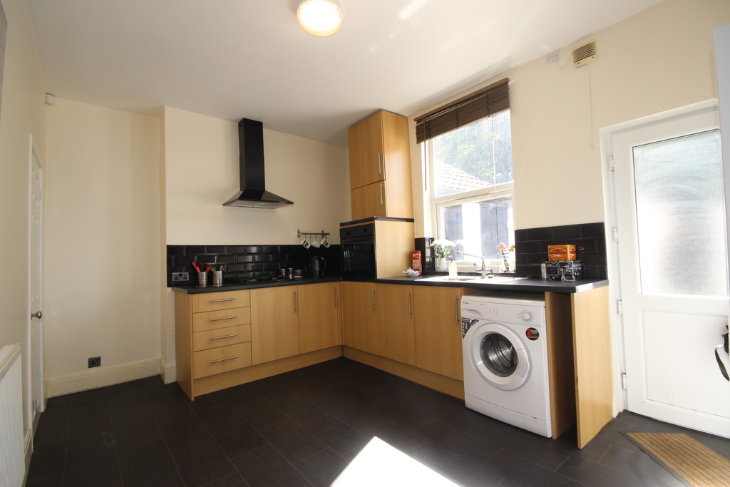 2 Bedroom Mid Terraced House Let Agreed Hazelhurst Road Image $key