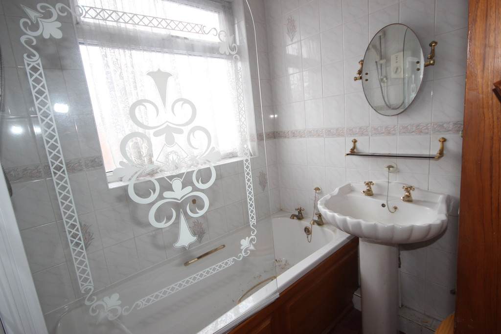 3 Bedroom Semi-detached House Sold Subject to Contract Nansen Avenue Image $key