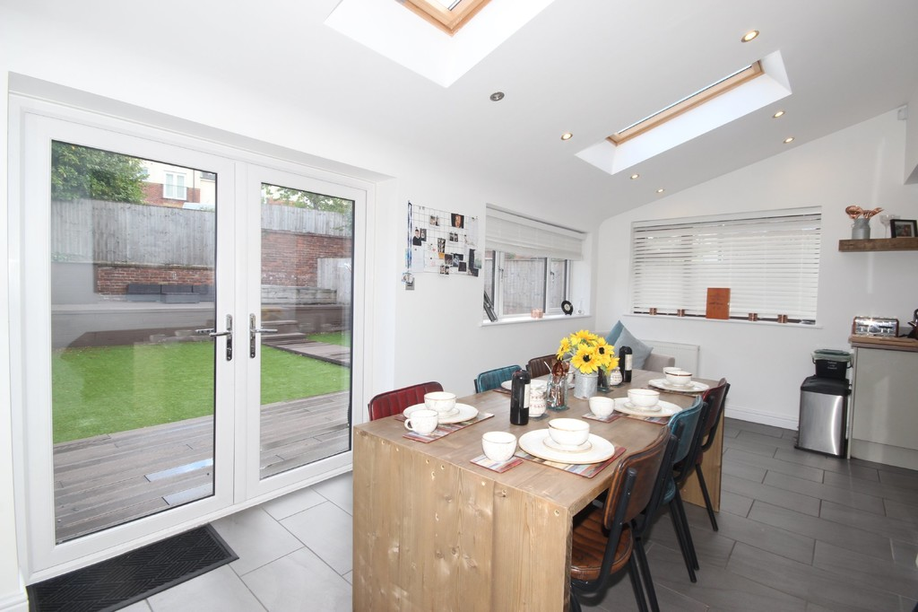3 Bedroom Semi-detached House To Let Cliftonville Drive Image $key