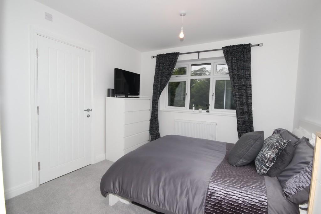 4 Bedroom Semi-detached House For Sale Lambton Road Image $key