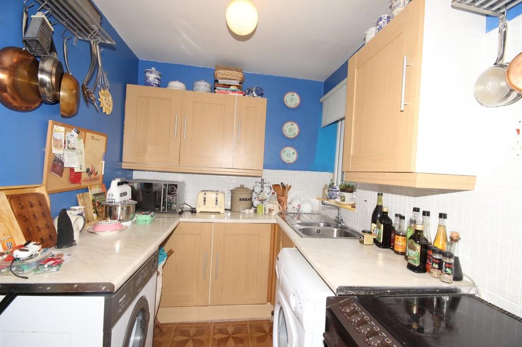 2 Bedroom Apartment Flat Sold Greenside Court Image $key
