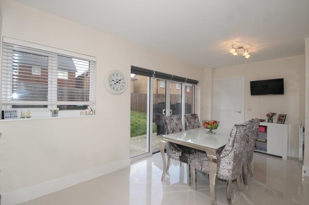 4 Bedroom Detached House For Sale Dowley Gap Image $key