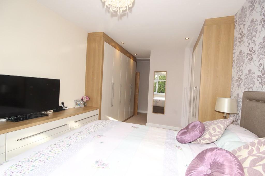 4 Bedroom Detached House For Sale Bradford Road Image $key